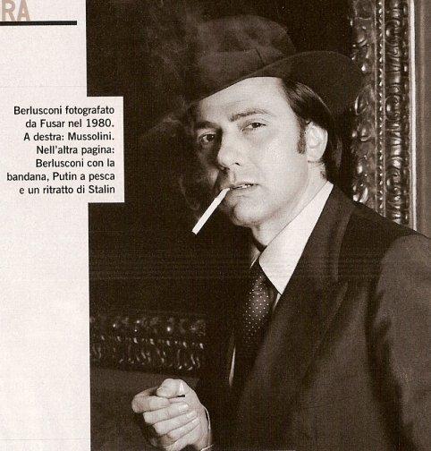 Berlusconi in atteggiamento da gangster